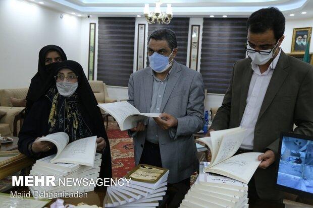 کتاب ۱۰ جلدی آلبوم اسناد و کتاب اعلانها در یزد رونمایی شد