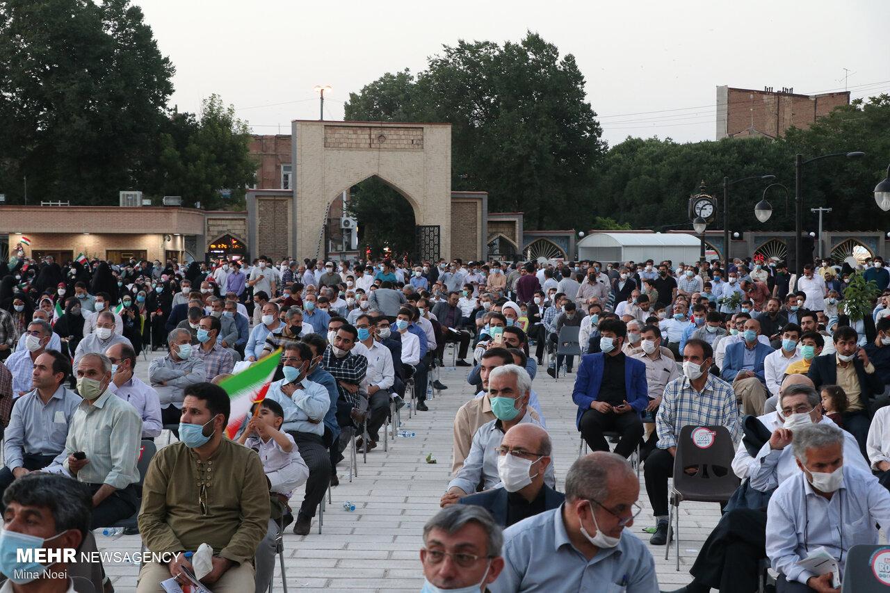 جشن حامیان آیت الله رییسی در سنگ فرش مصلی تبریز