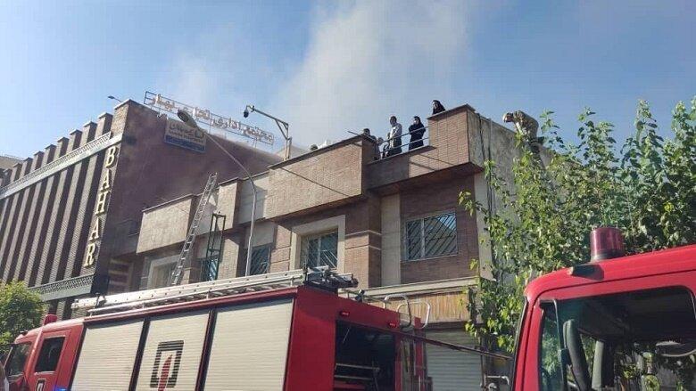 آتش سوزی در خیابان سعدی/ ساختمان قدیمی طعمه حریق شد