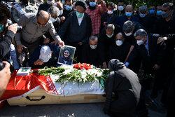 ایرنا اور ایسنا خبررساں ایجنسیوں کی دو خواتین صحافیوں کی تشییع جنازہ