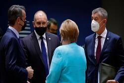 مخالفت رهبران اروپا با پیشنهاد مرکل و ماکرون برای دیدار با پوتین