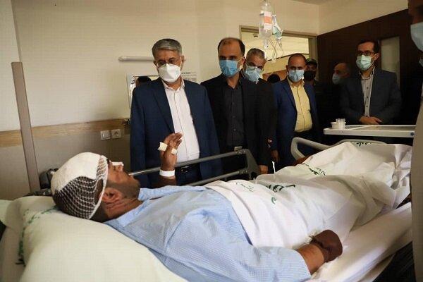 رئیس کل دادگستری یزد از مصدومان تصادف اتوبوس سربازان عیادت کرد