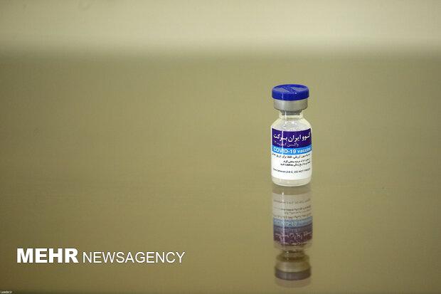 قائد الثورة الاسلامية يتلقى اللقاح الايراني المضاد لكورونا