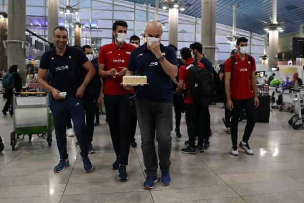 تیم ملی والیبال به ایران بازگشت