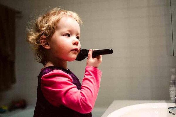 3814373 - کودکان ابزارسوء استفاده بزرگترها/وقتی کودک مدل اینستاگرامی میشود