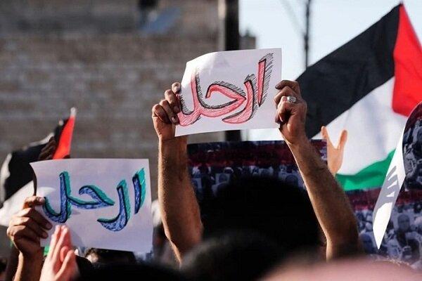 تظاهرات گسترده فلسطینی ها علیه محمود عباس در کرانه باختری