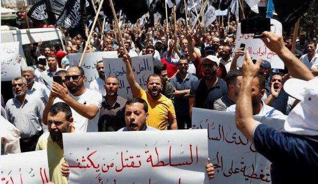 اغتيال نزار بنات يفجر الضفة الغربية بوجه محمود عباس