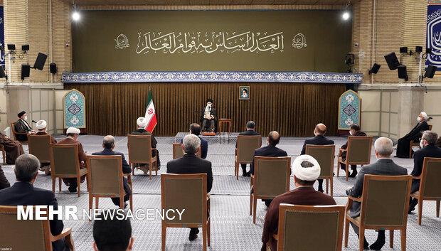 قائد الثورة يلتقي رئيس ومسؤولي السلطة القضائية
