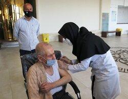 واکسیناسیون مددجویان کمیته امداد در حال انجام است