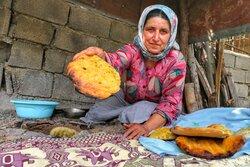"""İran'ın yöresel """"soğan ekmeği"""""""