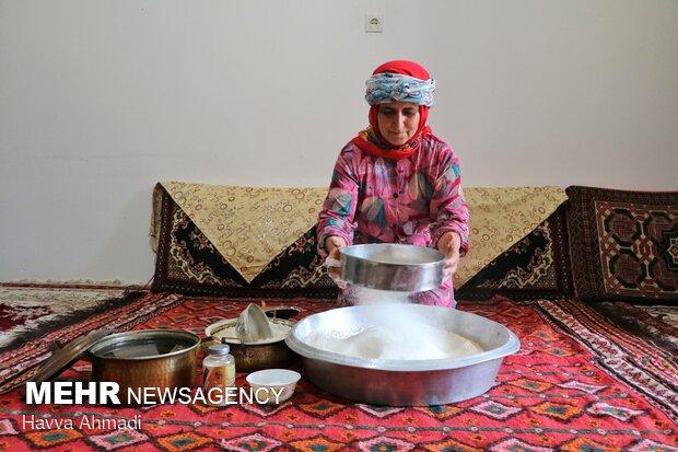 قبل از شروع تهیه خمیر ابتدا باید آرد رو حتما الک کرد تا کیفیت خمیر بالا رود.