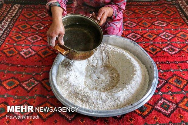 آب قابل استفاده برای تهیه نان باید ولرم باشد.