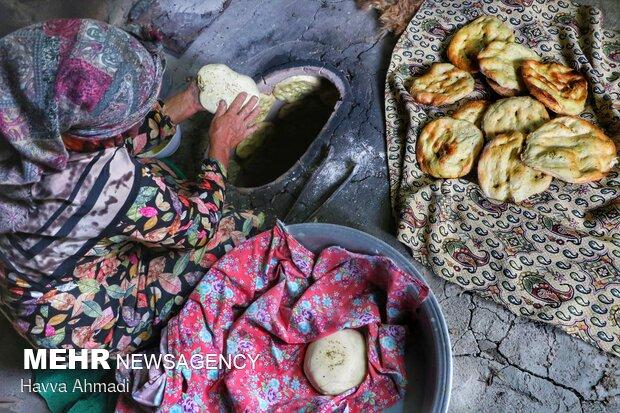 همنشینی آتش و خمیر/ بوی عطر نان «پیازی» از تنور تا سفره