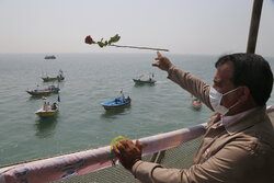 Scene of 290 martyrdoms showered with flowers in Persian Gulf