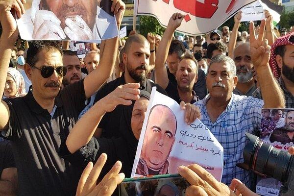 فلسطینی ها کناره گیری محمود عباس را خواستار شدند