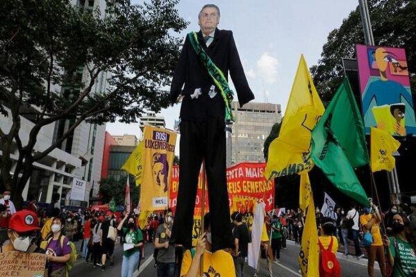 عشرات آلاف البرازيليين يتظاهرون ضد الرئيس البرازيلي