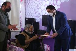 اعطای گواهینامه درجه یک هنری به عباس خوشعمل کاشانی