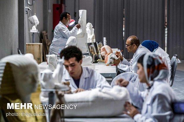صناعة تمثال الفراعنة في مصر لمنافسة الصين