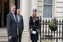 Iran new envoy to London submits credentials to UK Queen