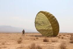 پرش تکاوران هوابرد با چتر بومی و تولید داخل انجام میشود