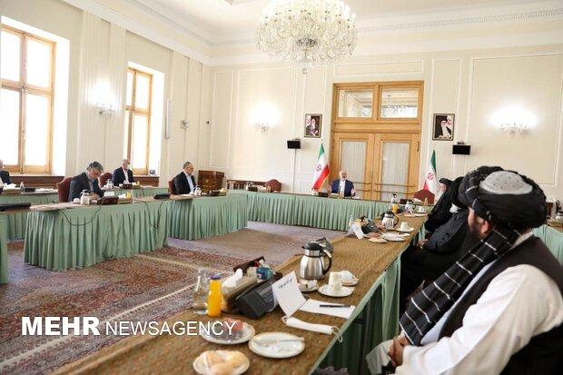 Zarif'ten Afgan heyetlerine: Savaşı bir an önce bitirin