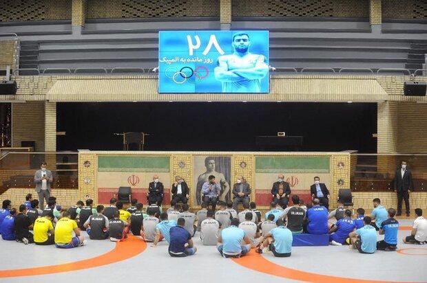 بازدید وزیر ورزش و جوانان از اردوی تیمهای ملی کشتی