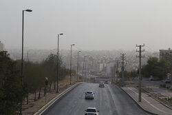 باد و گرد و خاک پدیده غالب اصفهان/ غبارآلودگی هوا تشدید میشود