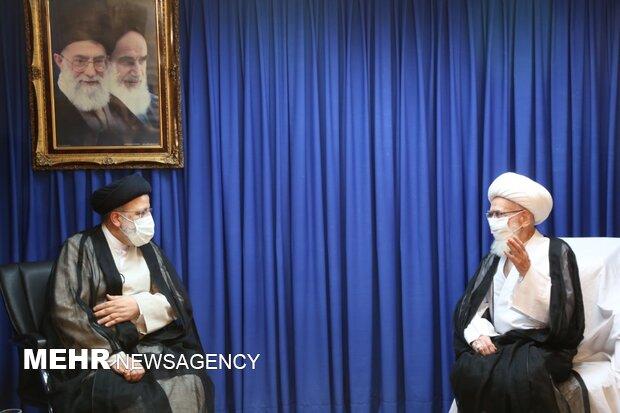 الشعب الإيراني أبدى صمودا ومقاومة باسلة تجاه مبادئ وقضايا الثورة