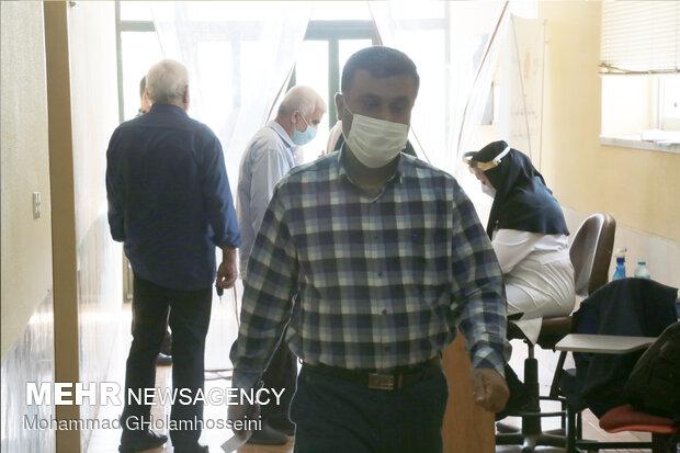 تزریق دوز اول واکسن کرونا به رانندگان تاکسی در مشکیندشت