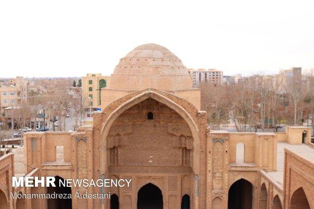 Tahran'daki tarihi 'Veramin Ulu Camii'