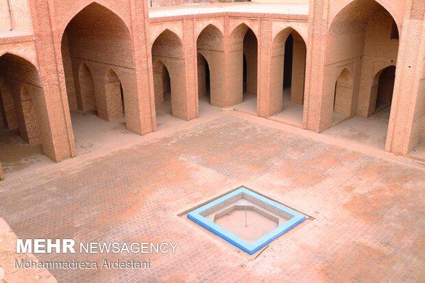 Tahran'daki 'Veramin Ulu Camii'