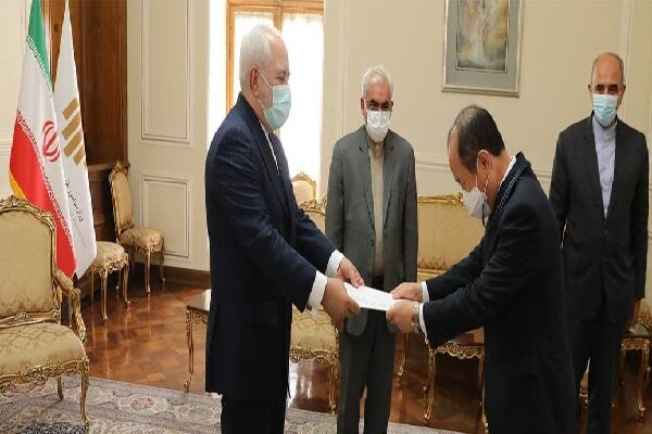 New S. Korean envoy submits credentials to Zarif