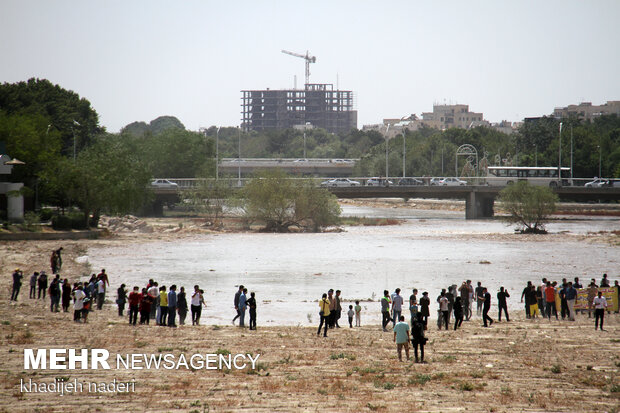 Water reflows into dried-up Zayanderud