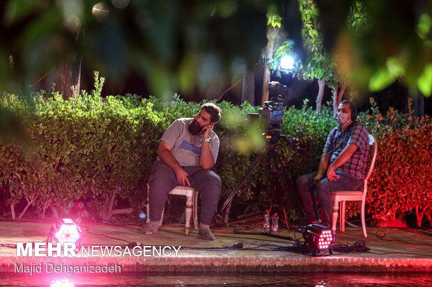 پشت صحنه برنامه تلویزیونی شب فیروزه ای از باغ جهانی دولت آباد یزد
