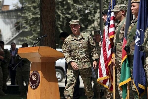 Commander of US, NATO forces in Afghanistan steps down