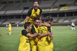 آرزوی ما شاد شدن دل هواداران فوتبال در استان فارس است