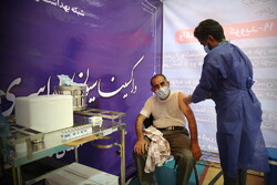 روزانه ۱۲ هزار نفر در اصفهان واکسن کرونا دریافت میکنند / راهاندازی ۱۸ مرکز تجمیعی