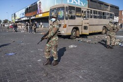 Güney Afrika'da Zulu Kralı halkını acilen şiddete son vermeye çağırdı