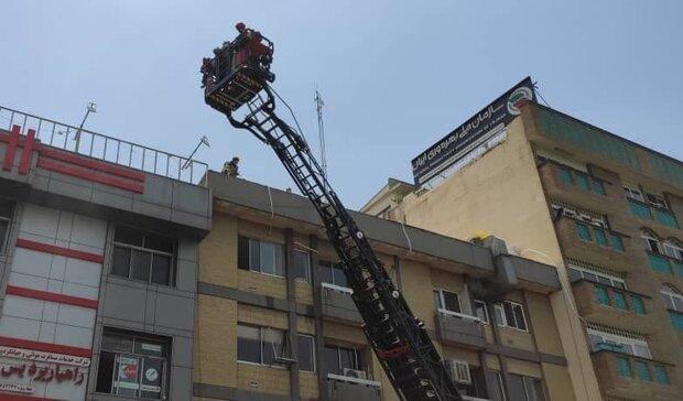 آتش سوزی در خیابان مطهری/ ساختمان اداری طعمه حریق شد