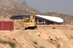 افتتاح نیم بند یک پروژه ورزشی بعد از ١٣ سال در شیراز