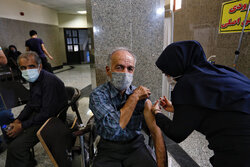 Nearly 400,000 people receive vaccines in Iran on Sunday