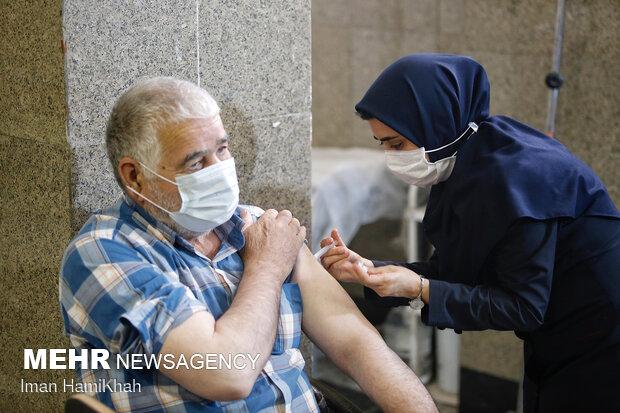 واکسیناسیون افراد بالای ۵۰ سال در بم آغاز شد
