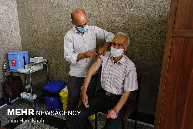 آغاز تزریق دوز اول واکسن کرونا گروه سنی بالای شصت سال