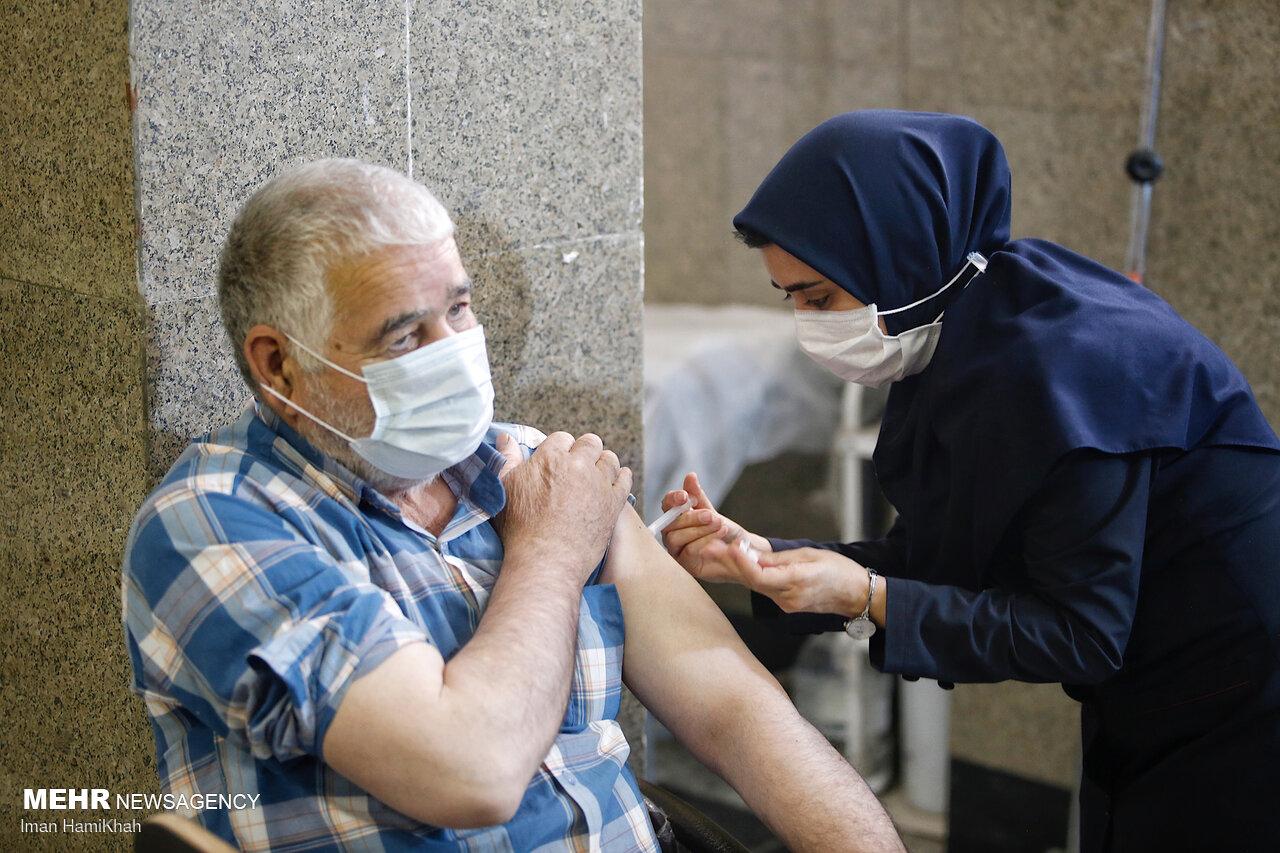 واکسن گریزی با شایعات فضای مجازی/ مردم سریع تر واکسن بزنند