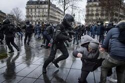 فرانسوی ها در اعتراض به محدودیتهای کرونایی به خیابان ریختند