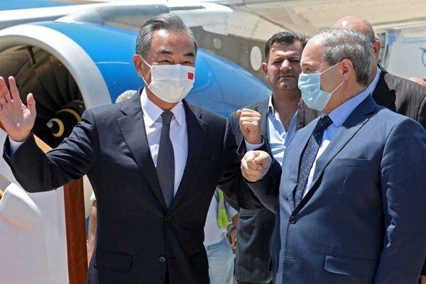 وزير خارجية الصين يصل دمشق للقاء الرئيس السوري