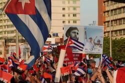 Küba'da hükümete destek yürüyüşü