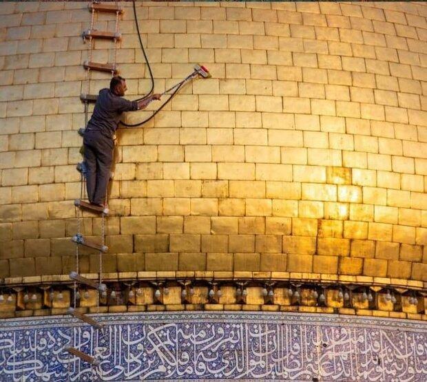 تصاویری از شستشوی گنبد حرم حضرت عباس(ع) در آستانه عید سعید قربان