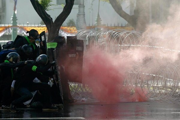 درگیری نیروهای امنیتی با معترضان در تایلند