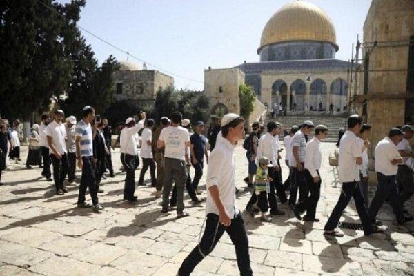 مستوطنون يقتحمون باحات المسجد الأقصى بحماية جنود الاحتلال